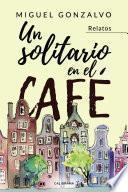 Un solitario en el café