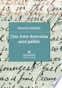 Una letra femenina azul pálido