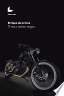Y una moto negra